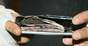 Samsung galaxy s7 explodes in man s hands causes him second degree burns