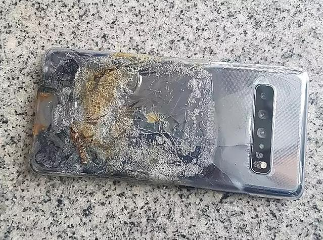 Samsung Galaxy S10 5G Catches Fire at the Worst Possible Time