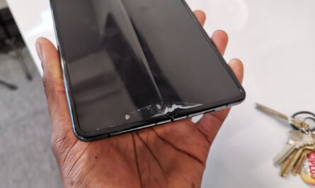 Samsung s 2000 galaxy fold breaks down after just 2 days 525705 2