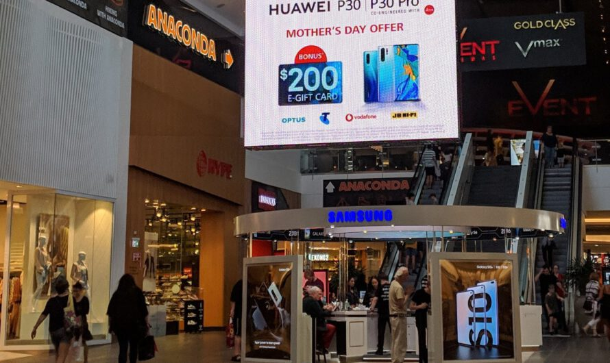 Huawei Trolls Samsung with Gigantic Ad on Top of Flagship Store