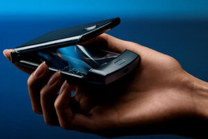 , View the six new razr videos released by Motorola as the pre-order-period begins