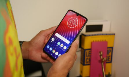 1583942969 motorola kicks off android 10 update for the moto z4