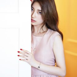 Suzy promoting phone in china